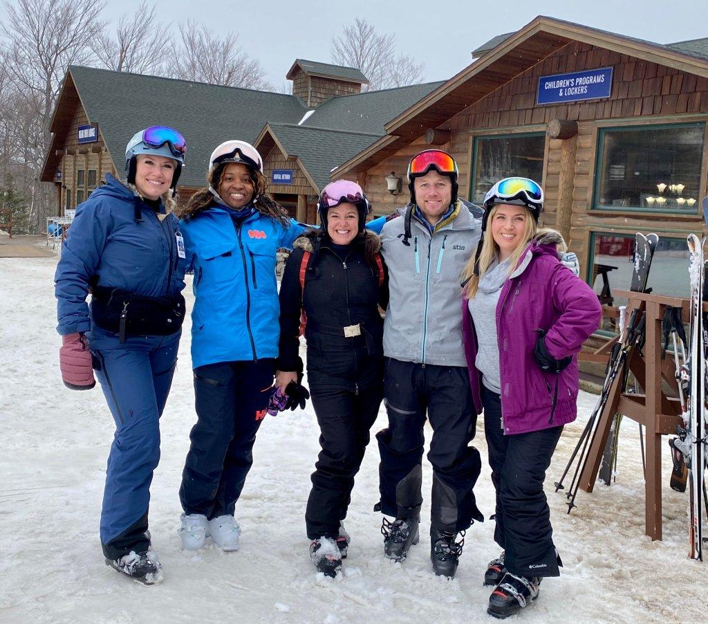 ski with andrew at mirror lake inn