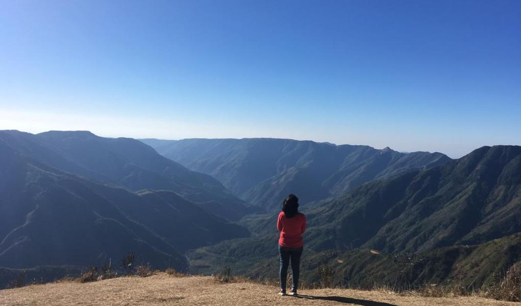 Meghalaya, the North east indian state needs to be added in your bucket list. It is one of the best place for nature lovers, explorers and even for families. Read to know more. #travelIndia #Incredibleinda #explorer #naturelovers #Meghalaya #lakesofIndia #shillong #dawki #rootbridge #livingrootbridges #canyon
