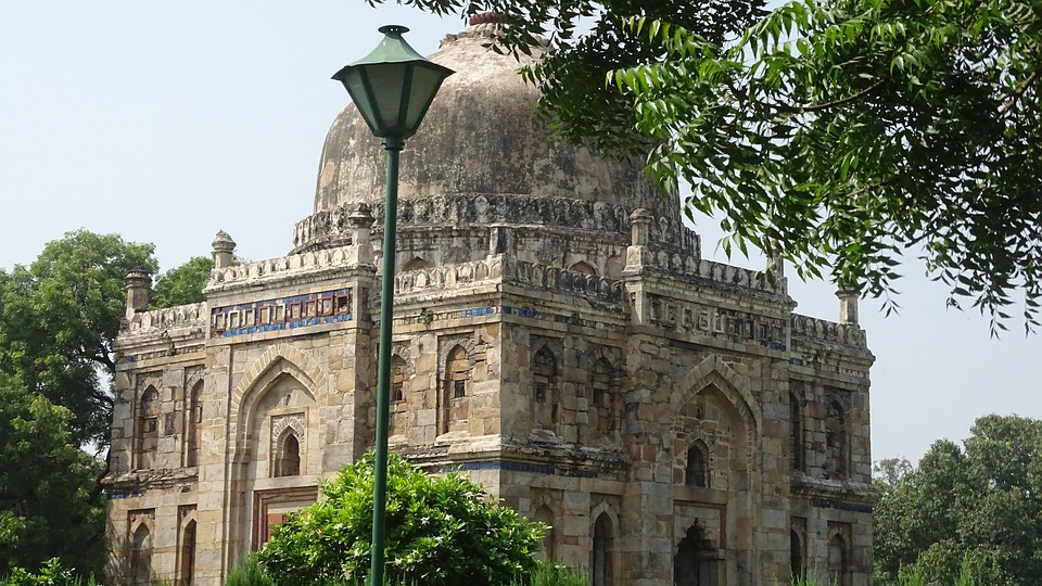 What are the best tourist attractions in Delhi? Delhi is rich in history and heritage, and Lodhi Garden is one such nature's paradise you ought to see. A must visit attraction if you are travelling to Delhi. #Delhi #sodelhi #mustvisit #lodhigarden #historical #architecture #historyofdelhi #mausoleum #mughaldynasty