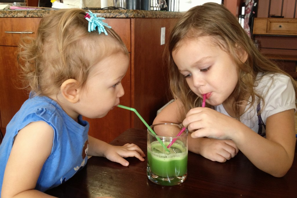 Need a healthy way to start the day? Try this recipe for green lemonade! It's the perfect blend of sweet and tangy, and the kids will love it!