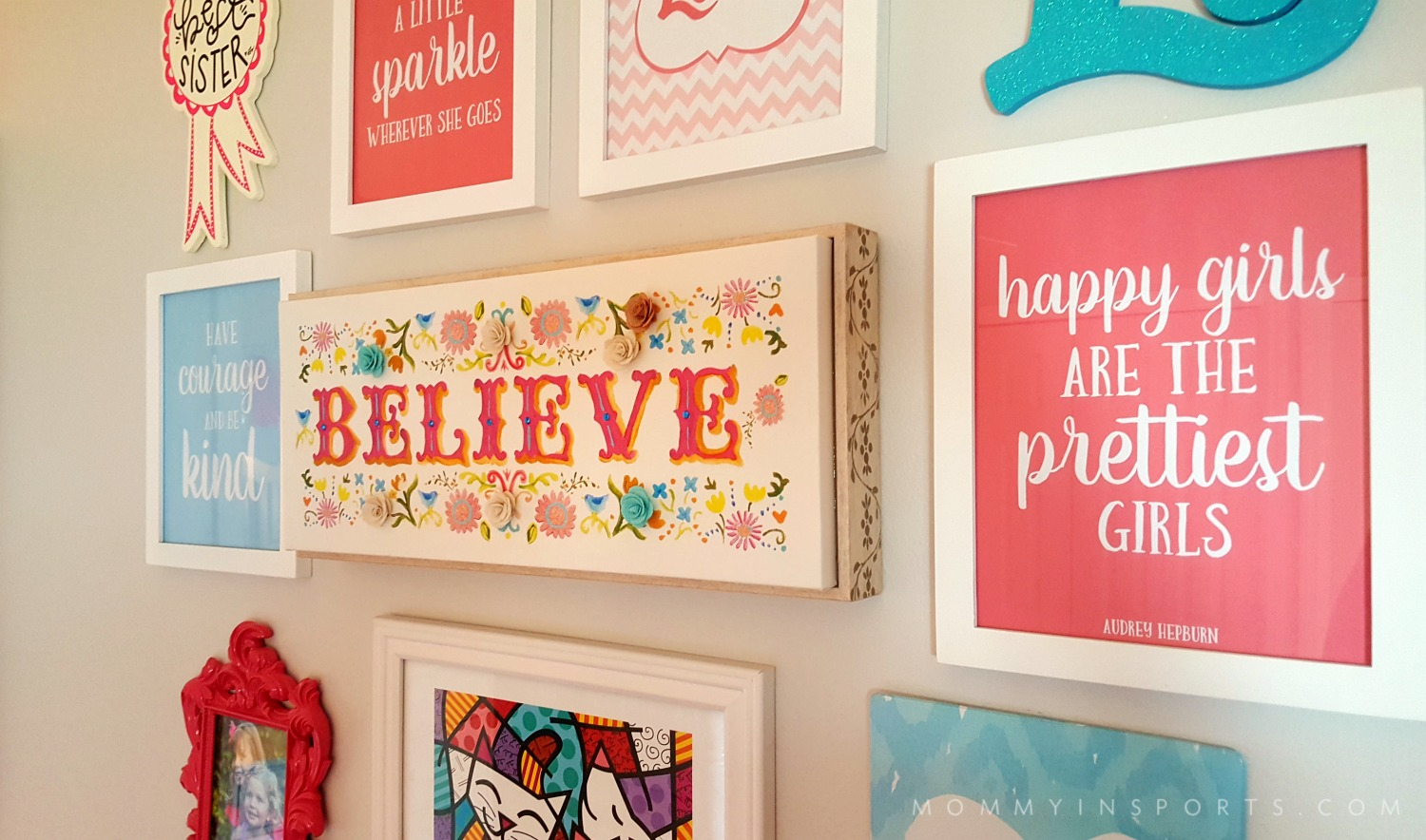Is your daughter looking for a big girl room? Try this girl boss makeover with FREE quote printables! Perfect to inspire your budding tween!