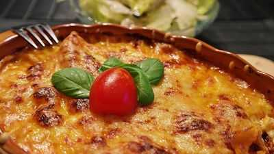 DELICIOUS VEGETARIAN LASAGNA Thanksgiving Ideas for Vegetarians