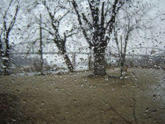 800px-Rainy-day-in-Henry-Illinois