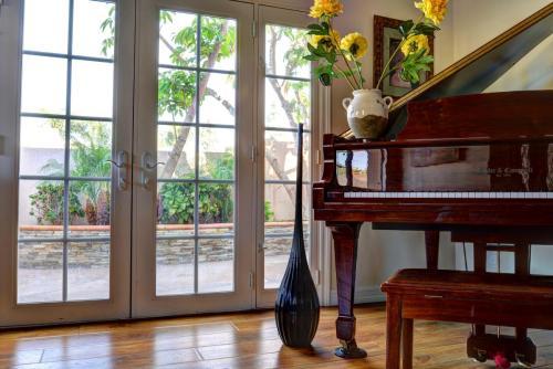 Luma Comfort Piano