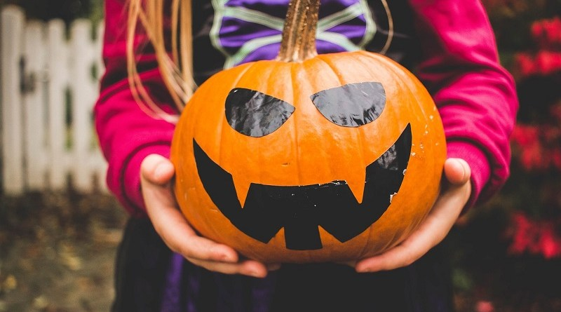 Halloween Giveaway Hop! #HocusPocus