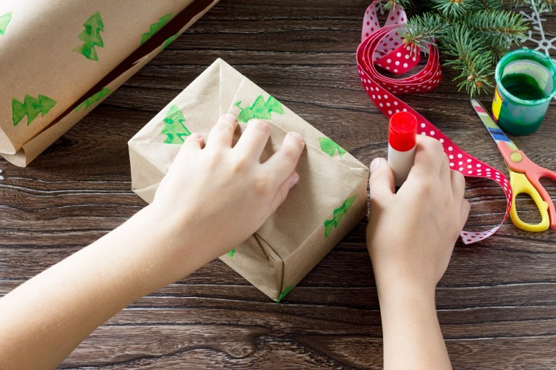 Wrap Christmas Presents in DIY Christmas Wrapping Paper this year! #GreenChristmas #DIYChristmas