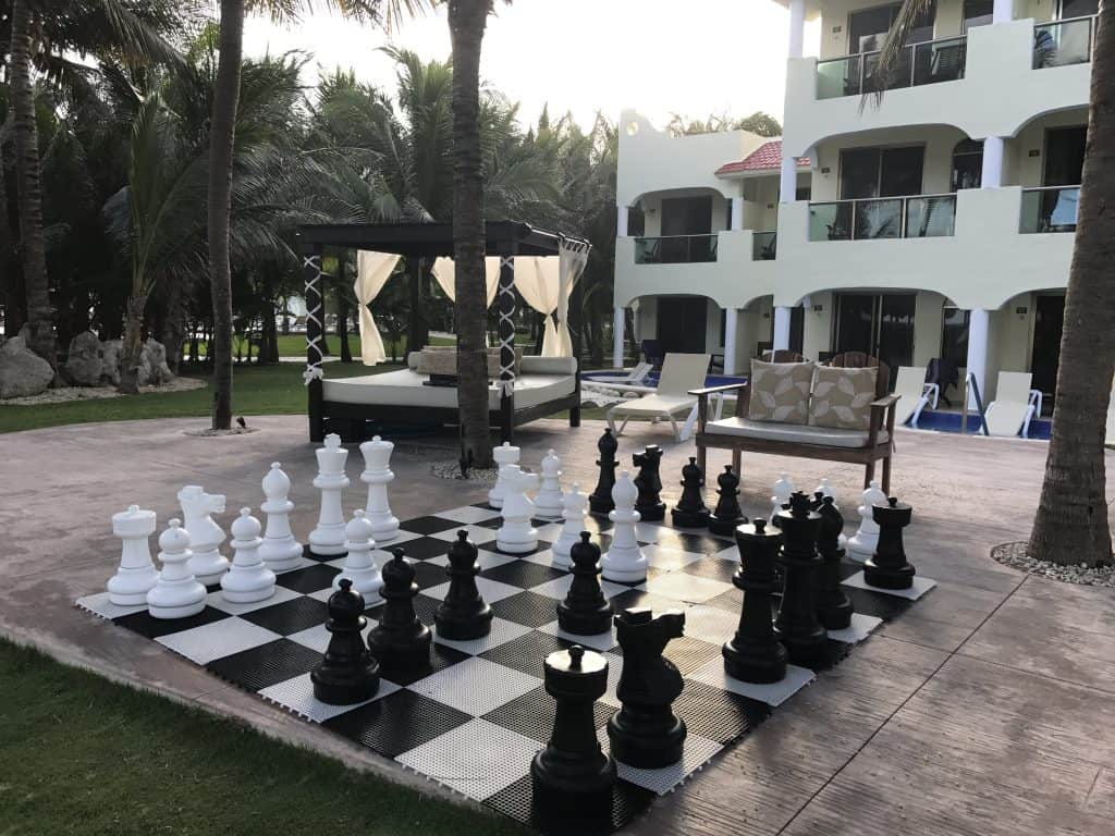 Play chess at El Dorado Royale