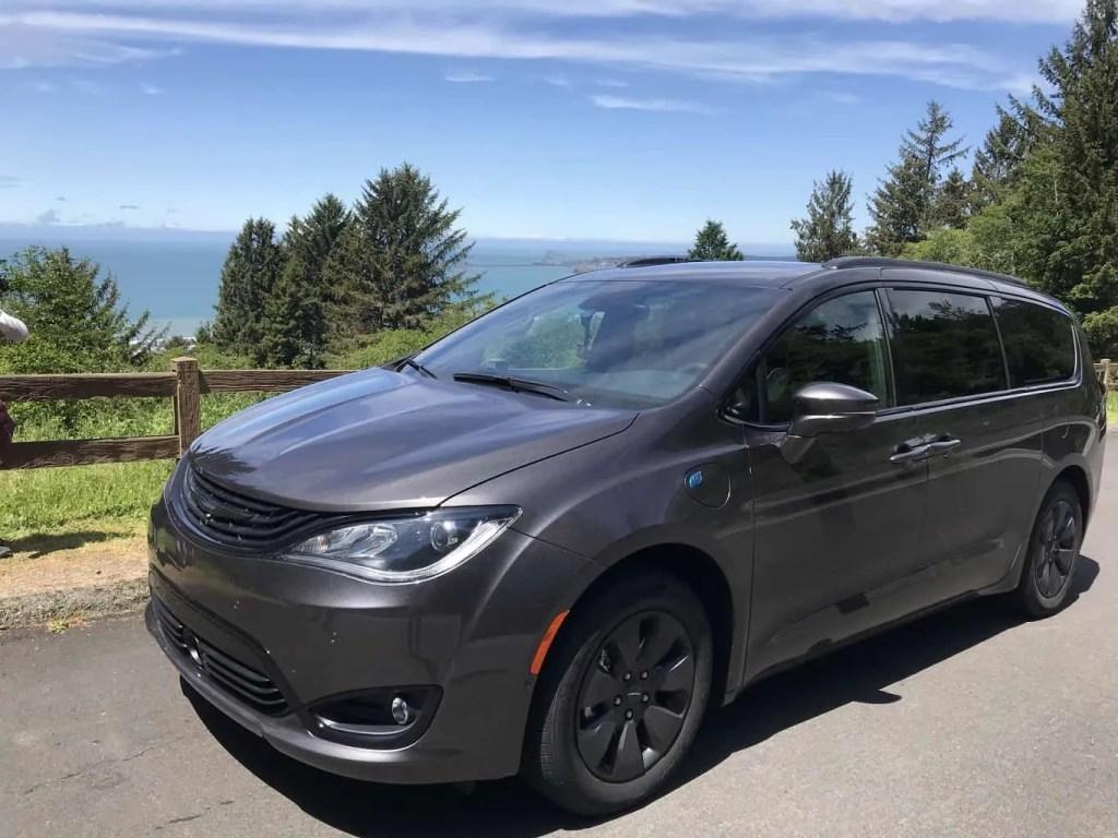 2019 Chrysler Pacifica Hybrid minivan