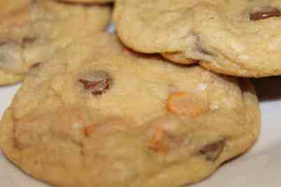 Chocolate Chip and Butterscotch Chip Cookies - www.momwithcookies.com #chocolate #butterscotch