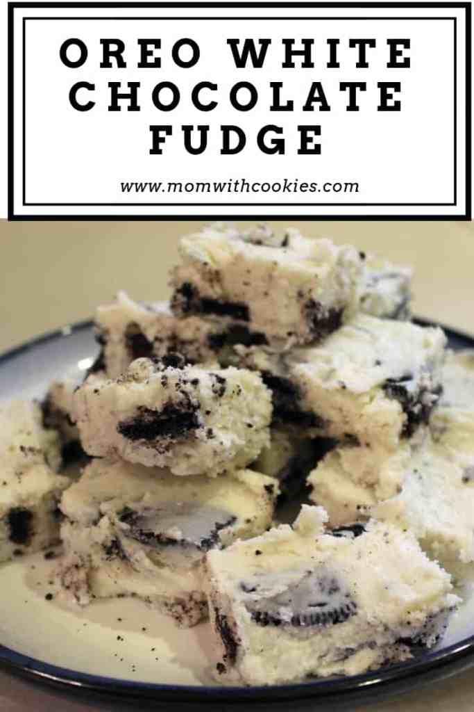 Oreo White Chocolate Fudge - www.momwithcookies.com #whitechocolatefudge #whitechocolate #oreofudge #oreowhitechocolatefudge #whitechocolatefudgewithoreos #desserts #recipe #easyfudgerecipe