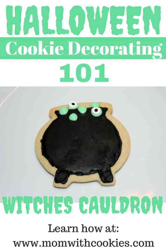Decorating Cookies: Witches Cauldron Cookies - www.momwithcookies.com #cauldroncookies #witchescauldron #witchcauldron #witchcauldroncookies #witchescauldroncookies #halloween #halloweencookies #decoratedhalloweencookies #cookiedecorating #cookiedecoratingwithroyalicing #sugarcookiedecorating