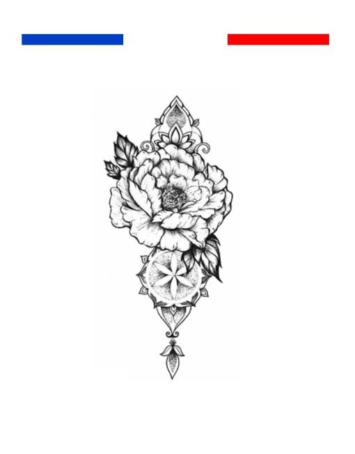 tatouage rose composition réaliste poignet femme