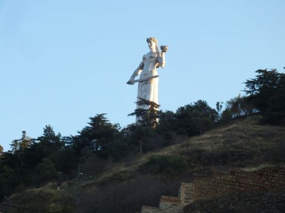 """Résultat de recherche d'images pour """"statut en haut de tbilissi"""""""