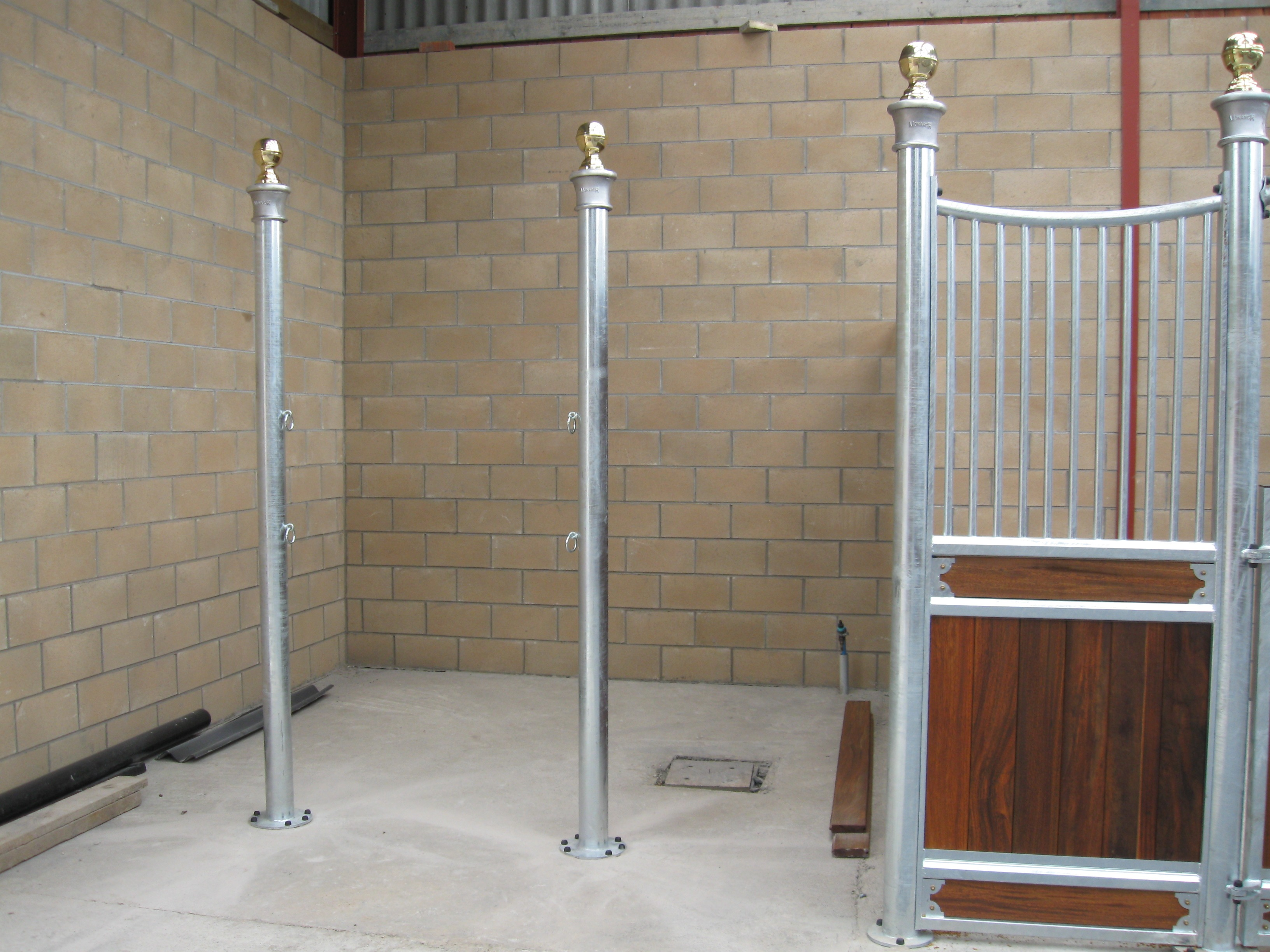 Majestic Cross Tie Posts With Brass Ball Finials