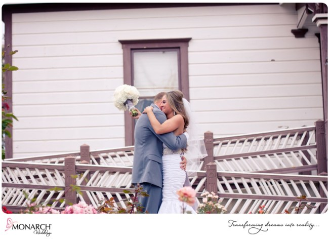 First-look-balloon-release-shabby-chic-park-wedding