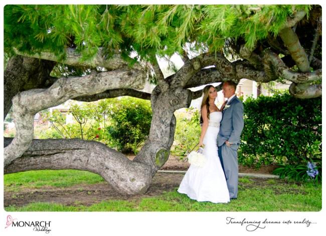 shabby-chic-park-wedding-under-trees