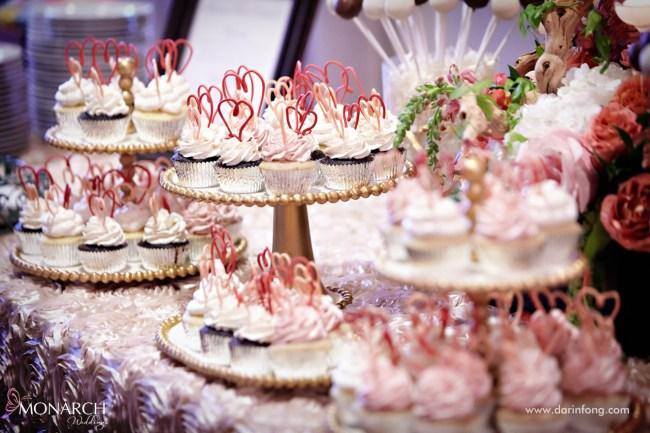 Lodge-at-Torrey-pines-wedding-cupcakes