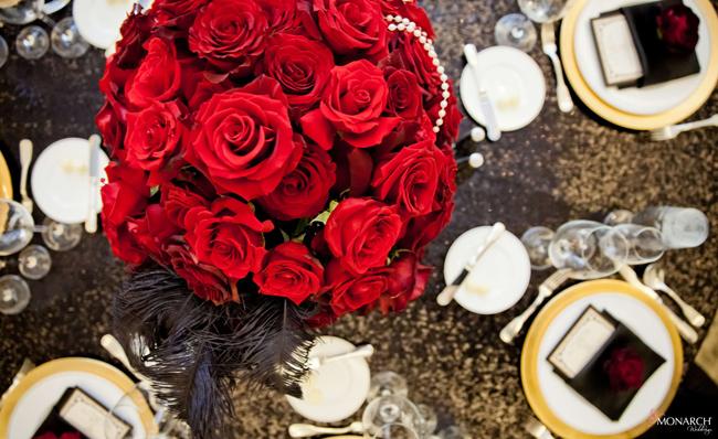 Black-sequin-linen-red-rose-centerpiece-gatsby-wedding