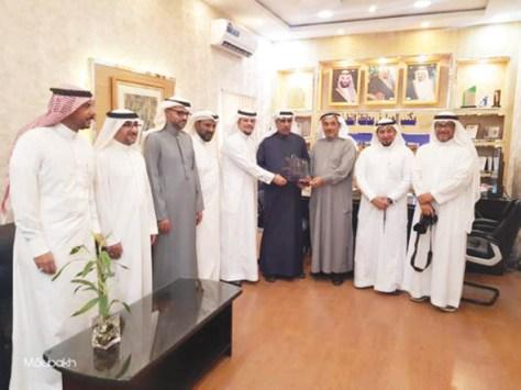 لجنة التنمية الاجتماعية تكرم آل طه
