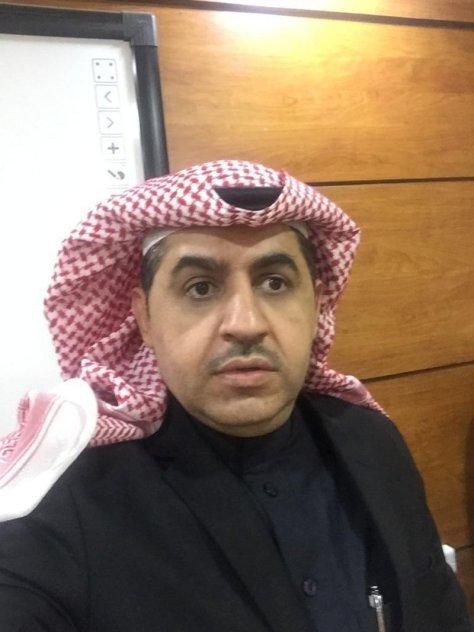 """""""الخليل"""" يحصد ماجستير القانون بامتياز من جامعة الملك عبدالعزيز"""