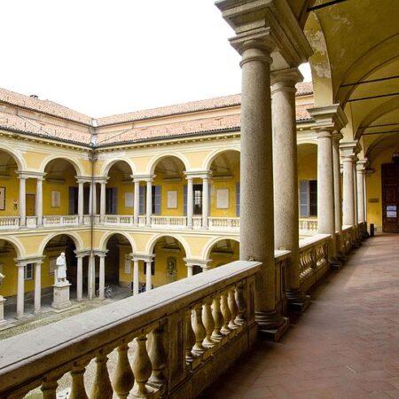 Palazzo dell'Università, Cortile della Statue - Il Cortile Teologico o della Statue, realizzato da Leopoldo Pollack nel corso del rifacimento settecentesco, a partire da 1785 e completato da Giuseppe Marchesi