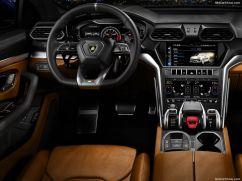 Lamborghini Urus volant