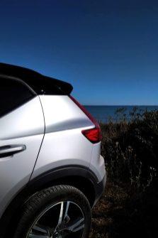 Volvo XC40 T3 Momentum R Design coupe coffre