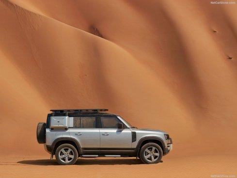 Galerie Land Rover Defender 2020 version 110 profil dans le sable