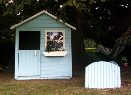 En bois ou en plastique la cabane pour les enfants mon blog de maman - Cabane jardin palette nice ...