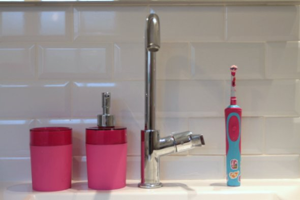 les dangers méconnus d'une salle de bain bicolore [+ cadeau la ... - Salle De Bain Gris Et Fushia