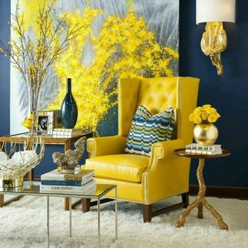 salon provencal avec fauteuil jaune a