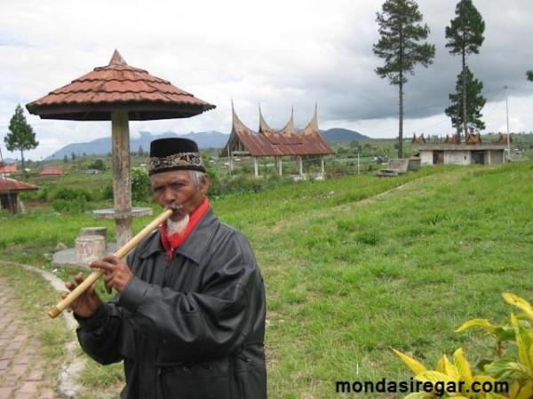 Pemain Saluang Minangkabau