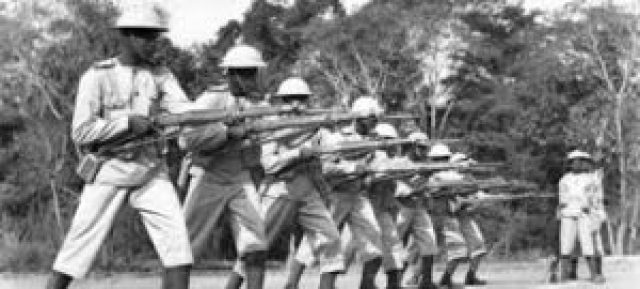 Guerreiros quenianos durante a II Guerra Mundial