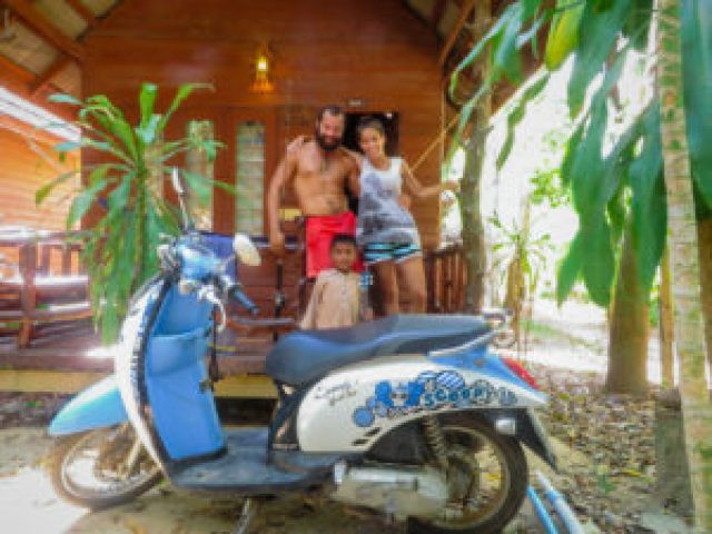 how to travel super cheap in Thailand