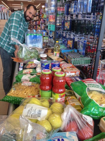 Food shopping at the check out counter