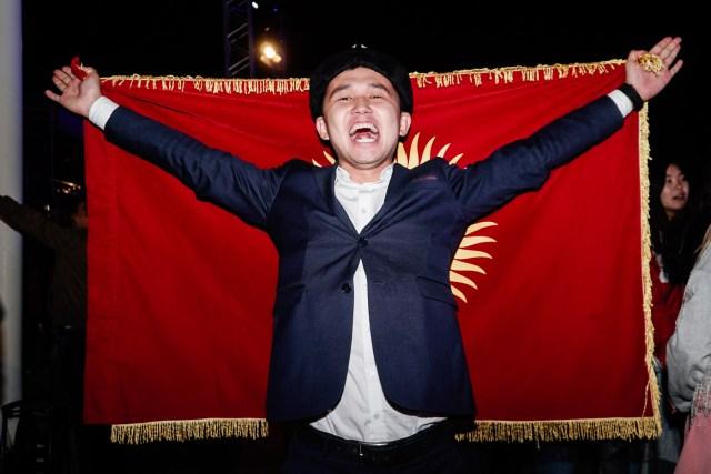 bandeira do quirguistão nos Jogos mundiais nômades