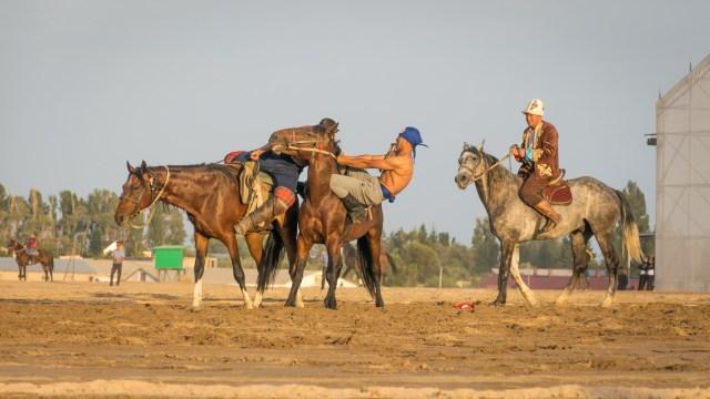 luta livre a cavalo nos Jogos mundiais nômades