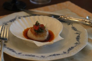 Seared scallop with beurre blanc, hot sauce and tomato salsa