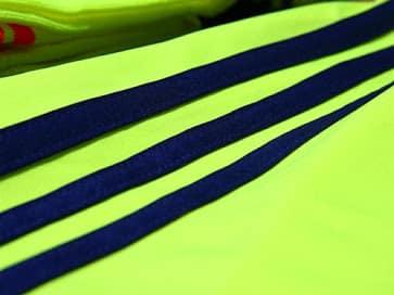 """La couleur """"jaune électrisante"""" du maillot extérieur de la sélection Japonaise"""
