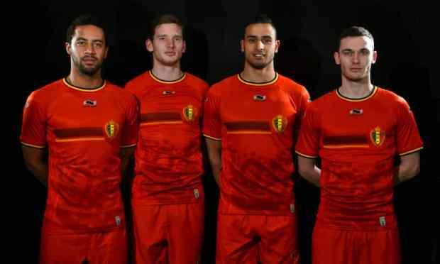 Dembele, Vertonghen, Chadli, Vermaelen avec le maillot domicile de la sélection belge