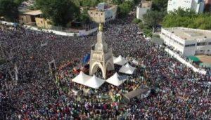 Des dizaines de milliers de manifestants au Mali, occupé par la France, réclament la démission du président