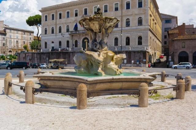 tritons-fountain-794188_1920 (1)