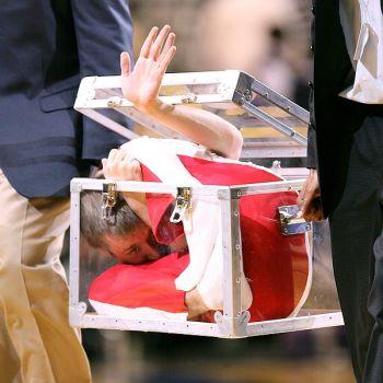 Hombre en una caja