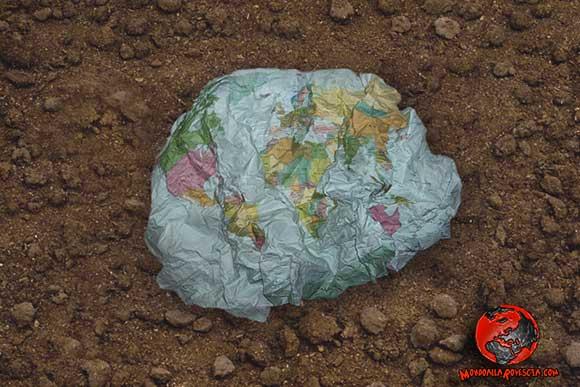 terra-avvelenata-degradata-geocidio-biocidio