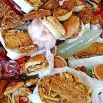 Sulle tavole degli italiani cibo spazzatura