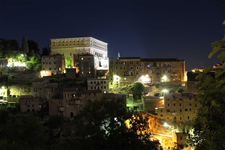 Caprarola di Notte vista dalla Chiesa di Santa Teresa