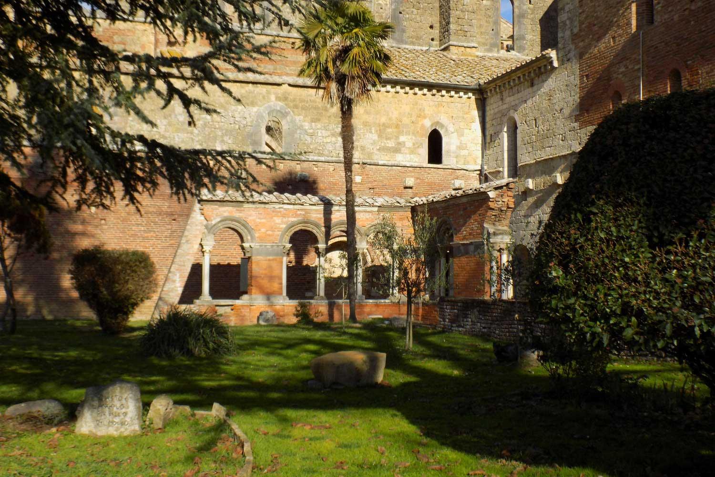 esterno dell'abbazia di san galgano