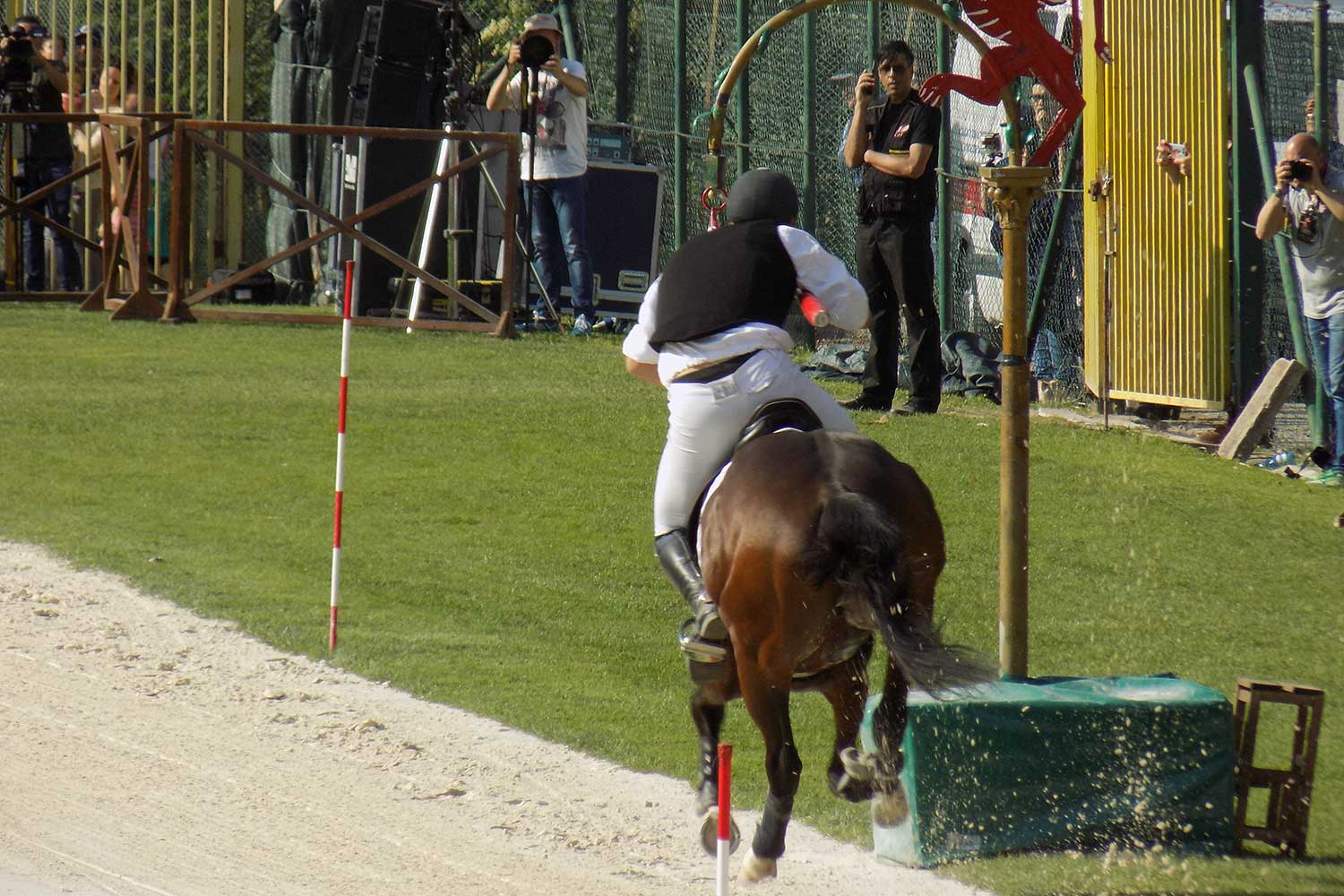 Cavaliere corsa all'anello