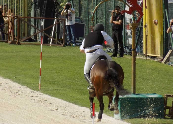 Cavaliere corsa all'anello