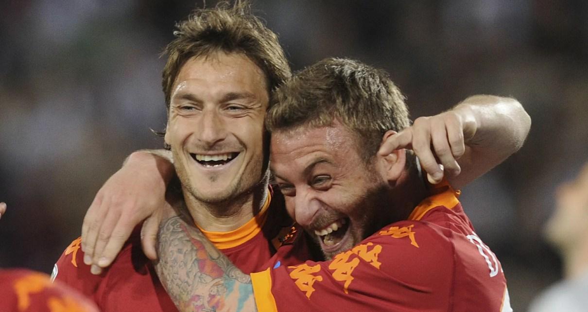 Roma, l'esultanza di Totti e De Rossi